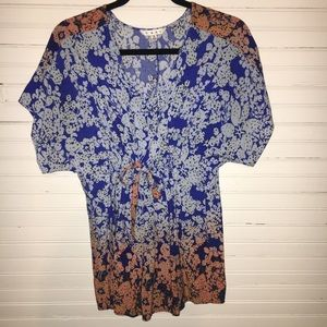 CABI SIZE SMALL LIGHTWEIGHT TOP